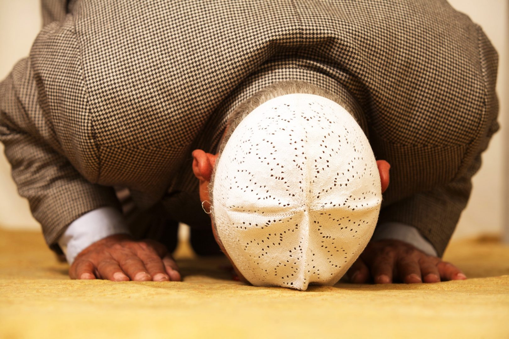 Face i cuno tin a cu un barbat in timpul Ramadanului se confrunta cu o singura femeie