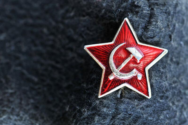 Insignă cu simbolul fostei Uniuni Sovietice.