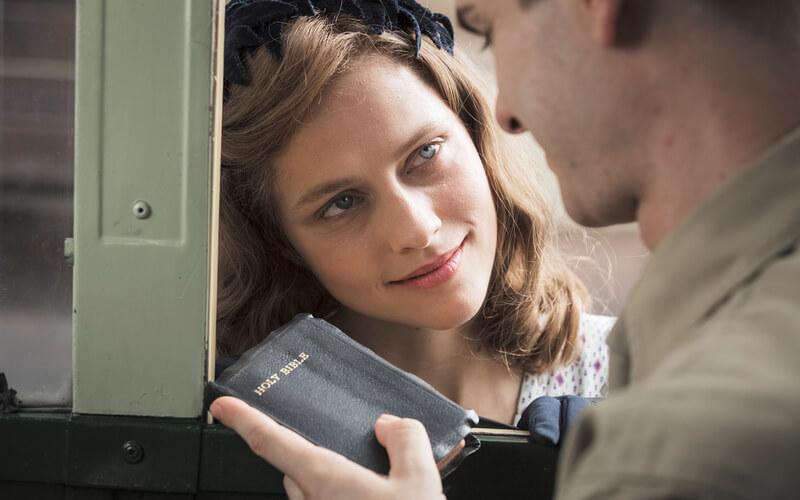 Teresa Palmer, în rolul lui Dorothy Schutte, în filmul Hacksaw Ridge