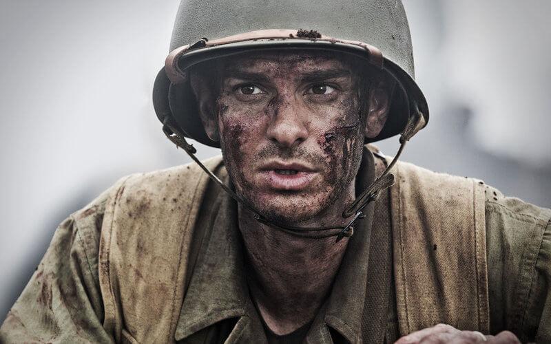 Andrew Garfield, în rolul lui Desmond Doss, în filmul Hacksaw Ridge.