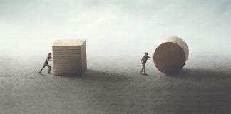 Gandire critica, argumente valide versus argumente defectuoase