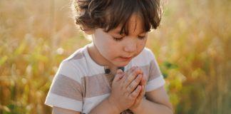 Educaţie creștină pentru copii. Cum îl înveţi pe copil să se roage?